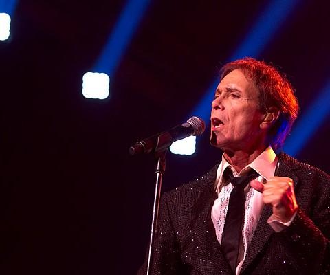 Konzertaufnahme, Cliff Richard, 09.12.2010, München, Olympiahalle