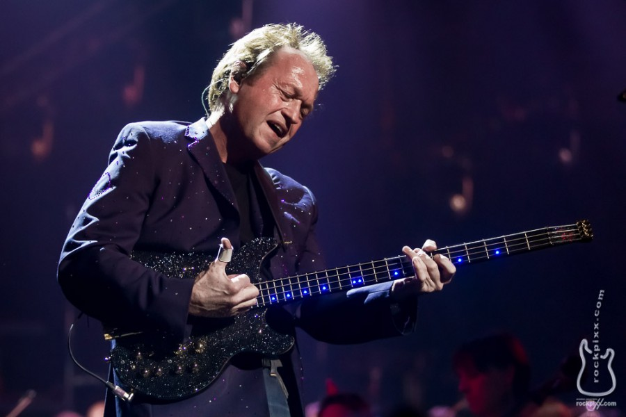 Mark King (Level 42), 20.12.2013, Hamburg, AIDA Night of the Proms 2013, O2 World